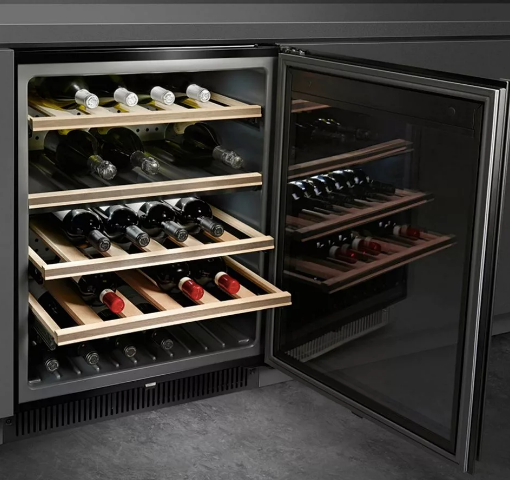 Wine cooler with one chamber